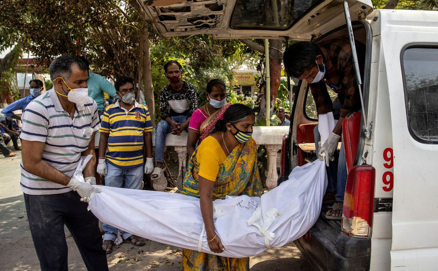 Ấn Độ báo cáo số người chết vì COVID-19 trong một ngày cao kỷ lục