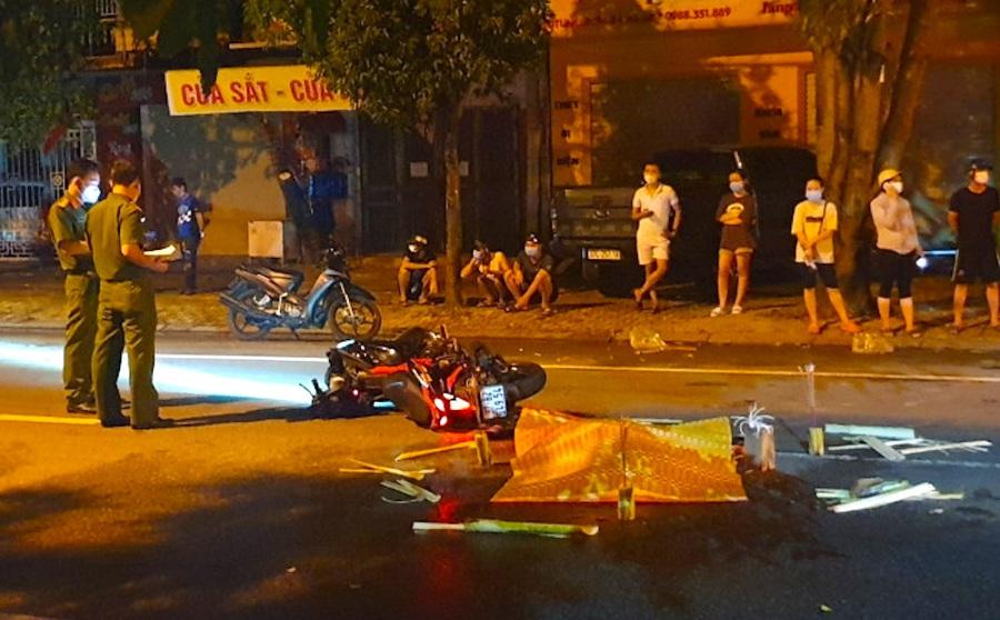 Nghệ An: Truy tìm xe ô tô bỏ trốn sau khi đâm nam thanh niên đi xe máy tử vong trong đêm mưa