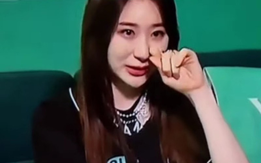 """Netizen lo lắng cho số phận của Chaeyeon (IZ*ONE): Hát chán, visual tầm trung, đến nhảy múa bây giờ cũng trở nên """"thảm hại""""!"""