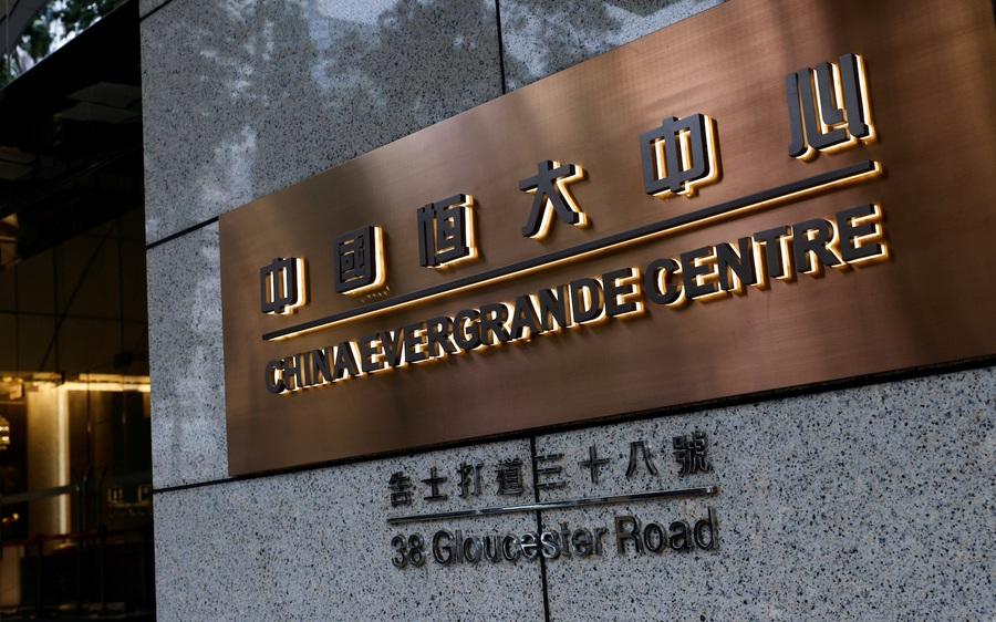 Vì sao HSBC, UBS tiếp tục mua thêm nợ của Evergrande dù công ty này cận kề phá sản?