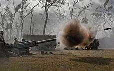 Sự cố điên rồ: Bắn pháo loạn xạ vào rừng cây, mảnh gỗ thành