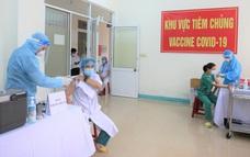 Ảnh: Những người đầu tiên ở Đà Nẵng được tiêm vắc xin Covid-19