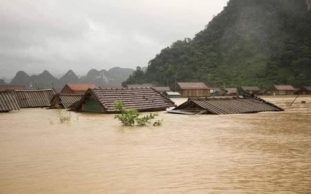 Xứng đáng dòng máu Việt trong mùa bão lũ