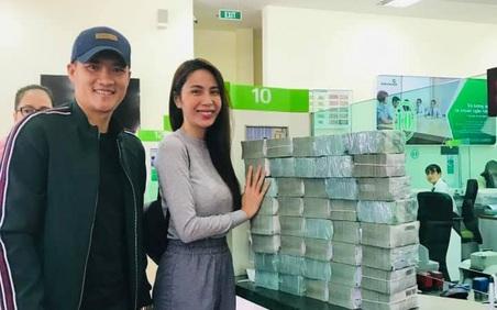 Thủy Tiên - Công Vinh rút tiền mặt hỗ trợ 13.000 người dân Quảng Bình