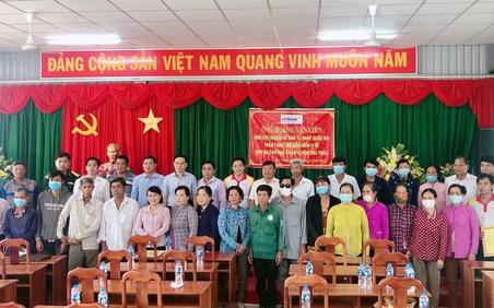 HDBank tặng hơn 120 thẻ BHYT cho người dân Long An
