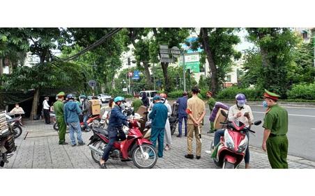 Phường Cát Linh lập chốt kiểm soát người dân ra đường không có lý do