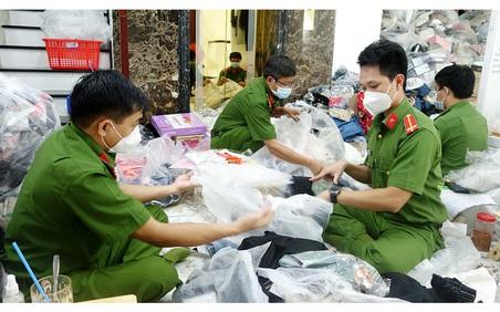 An Giang: Tạm giữ hơn 14.400 sản phẩm nhập lậu không rõ nguồn gốc